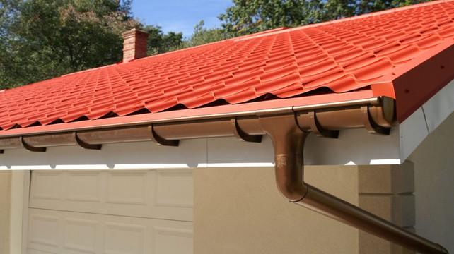 как правильно выводить дымоход через крышу